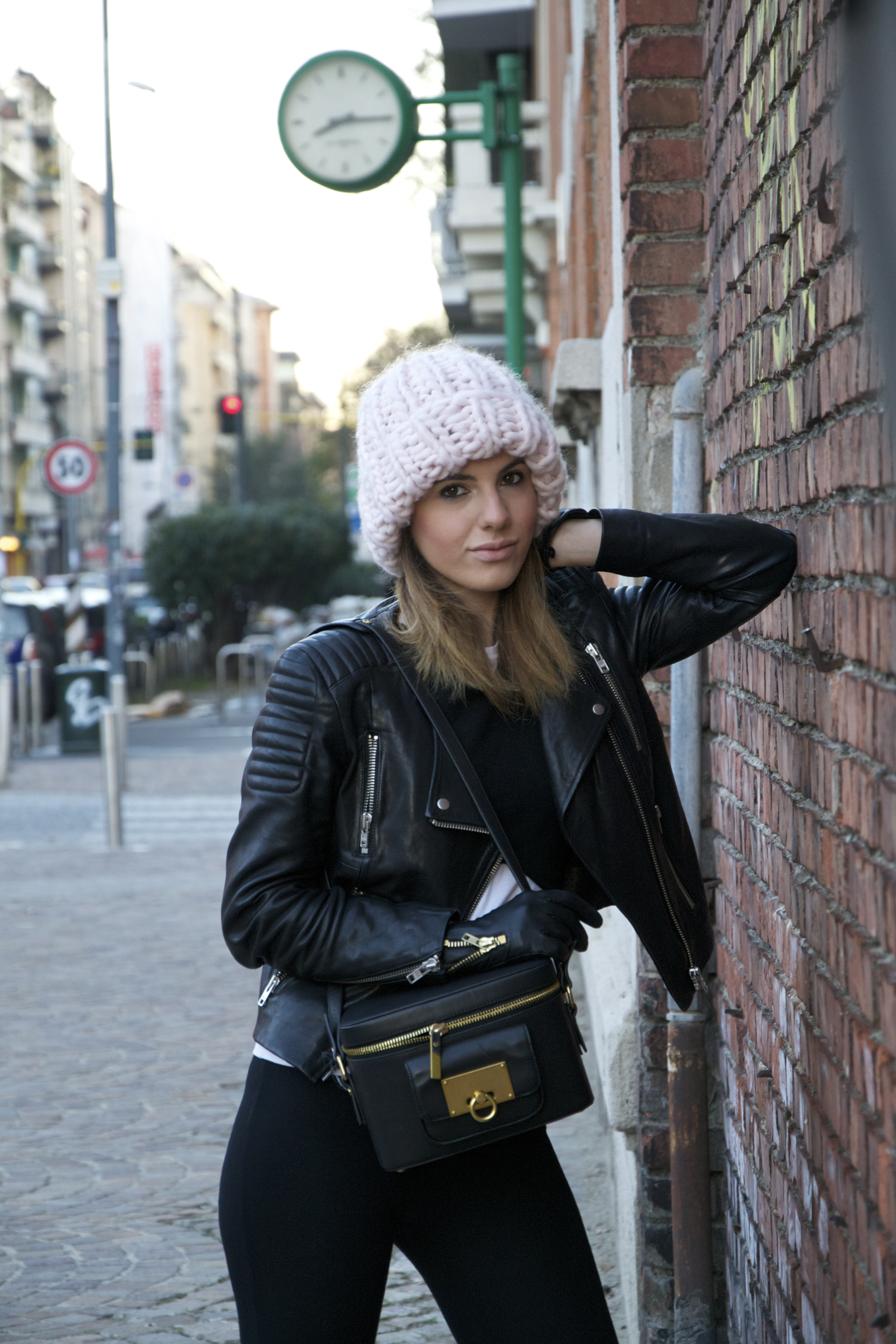 on sale 2ad00 559a5 BEANIE AND JACKET (similar here) HM – PANTS TEZENIS – TOP ZARA – BAG  OTHER  STORIES – SHOES NIKE
